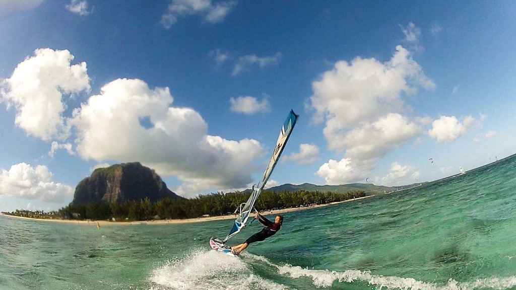 Windsurfing at Le Morne, Mauritius - Flickr user Håkon Stillingen